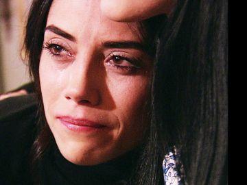 Sila tiene un ataque de celos por Zeynep