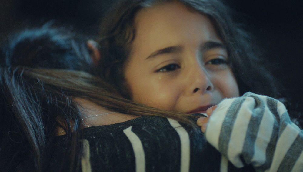 Melek ve en la Televisión que Sule está sufriendo
