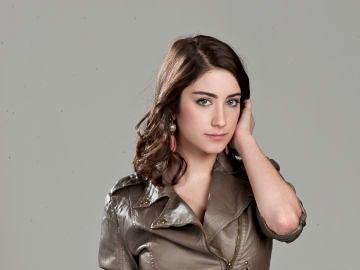 Feriha, una joven brillante con dos vidas: una real y otra ficticia