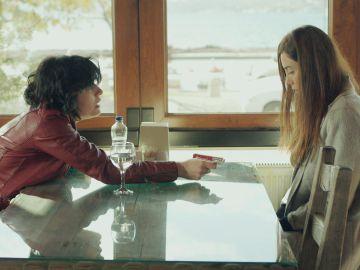 """Sule pide explicaciones a Zeynep: """"¿Qué le hiciste para que te quisiera tanto?"""""""