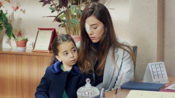 Gonül encuentra la solución para matricular a Turna en el colegio