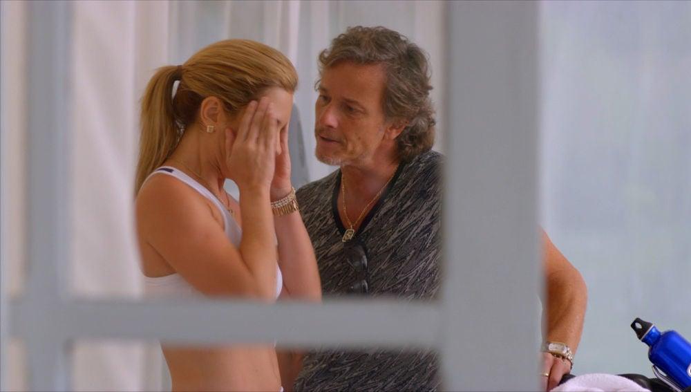 Max interroga a Carmina