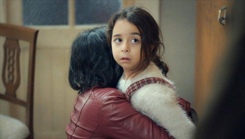 Sule se abraza a Melek