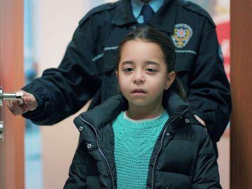 Turna, decepcionada al ver a su madre en la comisaría
