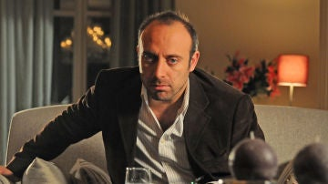 Halit Ergenç es Onur Aksal en 'Las mil y una noches'