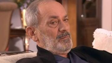 Metin Çekmez como Burhan Evliyaoğlu en 'Las mil y una noches'