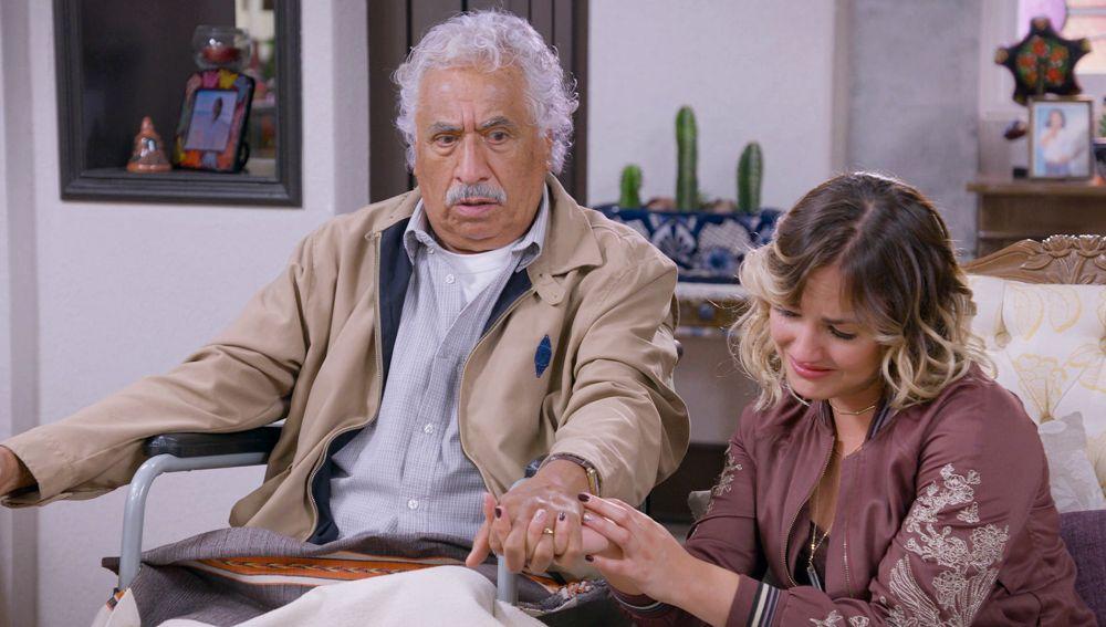 Don Eugenio Córcega cuenta a la familia que sufre alzheimer