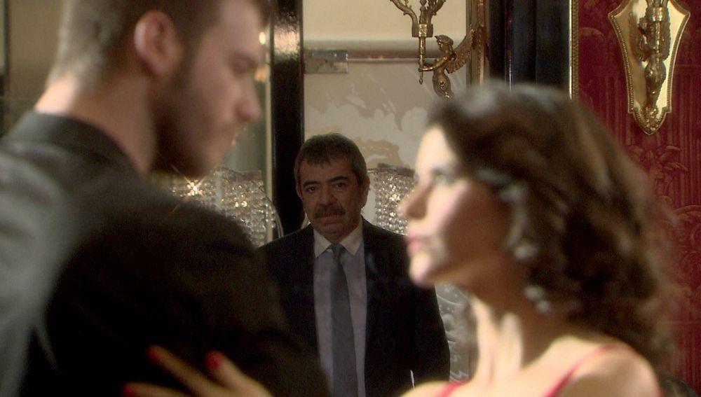 Bihter y Behlül bailan un apasionado y sensual tango