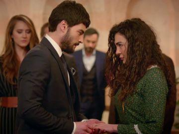 Hazar le da las bendiciones a Miran para casarse con Reyyan