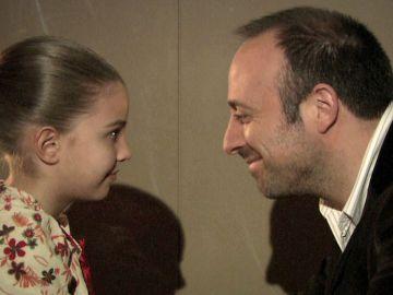 Onur descubre que es el padre biológico de Nilfer