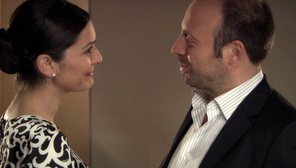 Sherezade le organiza una fiesta sorpresa a Onur para volver a estar juntos