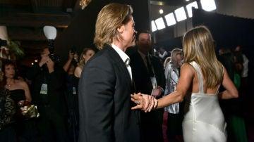 Brad Pitt y Jennifer Aniston se despiden cariñosamente en los Premios SAG