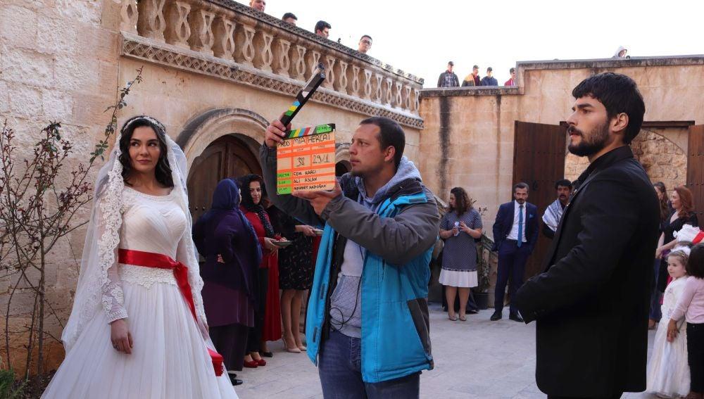 Los actores de 'Hercai' se reencuentran detrás de las cámaras