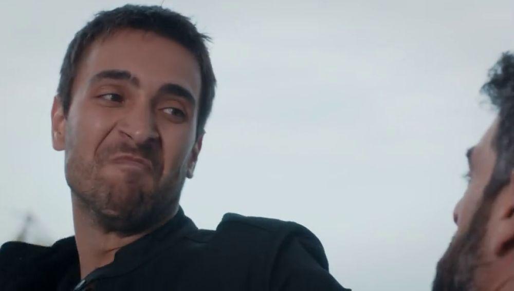 Tahir aparece por sorpresa en la casa de Vedat