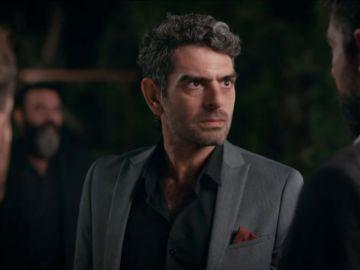 Vedat descubre que Yigit ha desaparecido