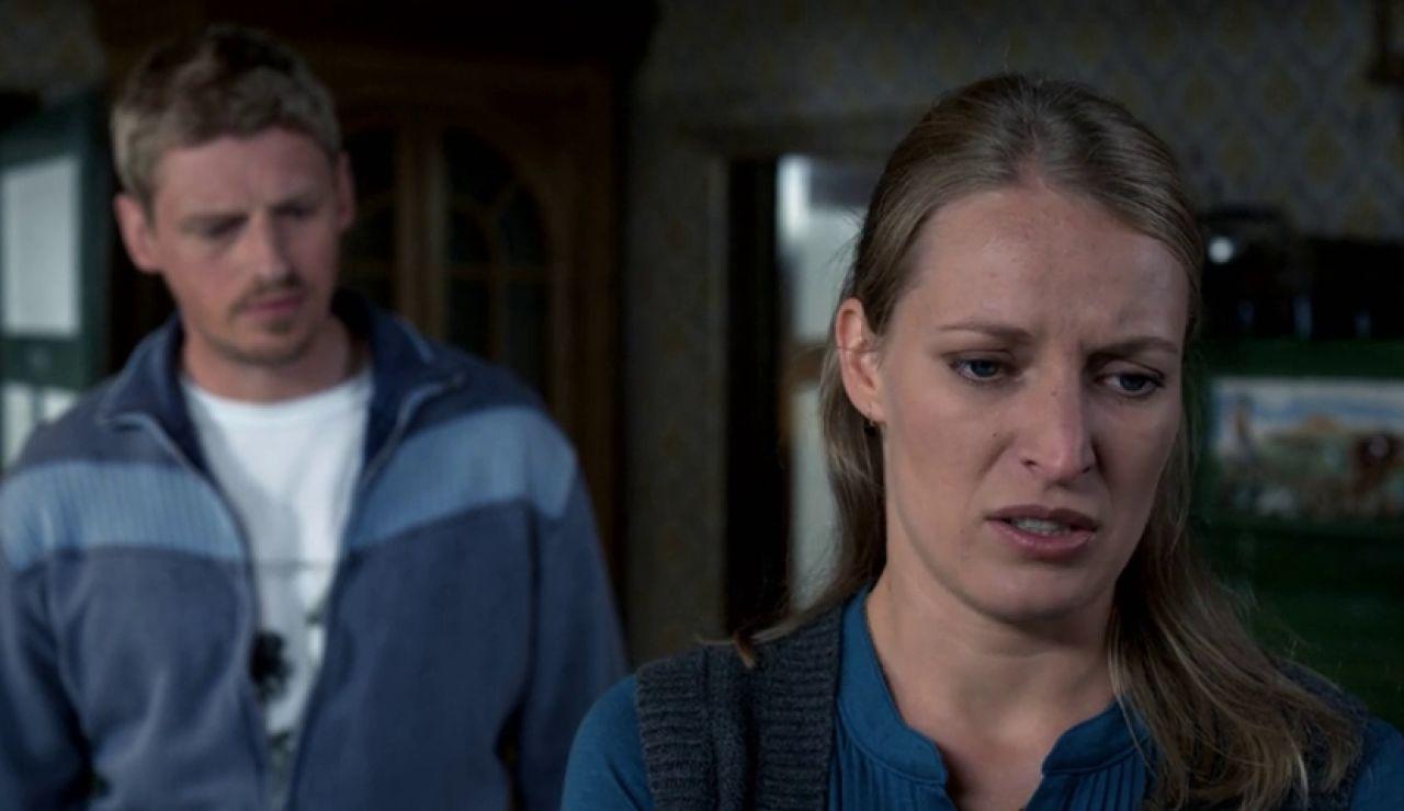 Emily carga contra Andreas tras la muerte de su marido