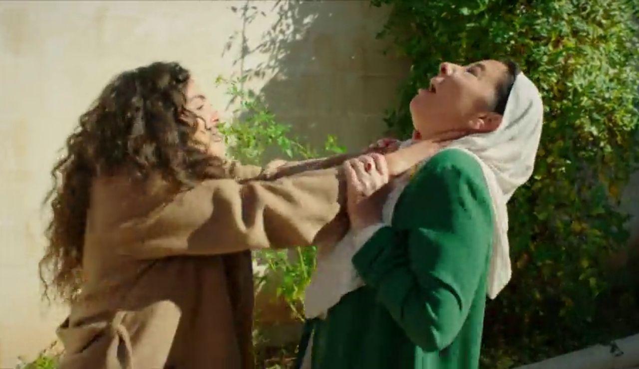 Reyyan pierde los nervios y ataca a Azize