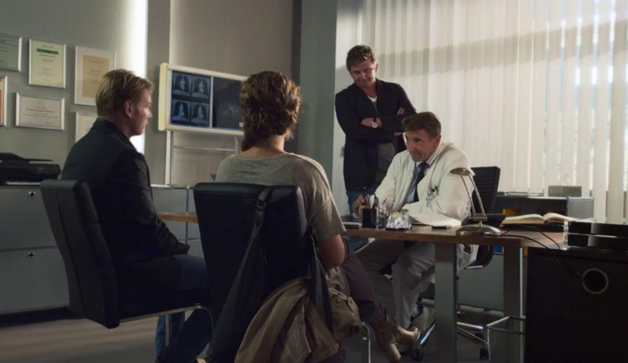 Gruber y Alexandre descubren que Katy tiene un tumor cerebral