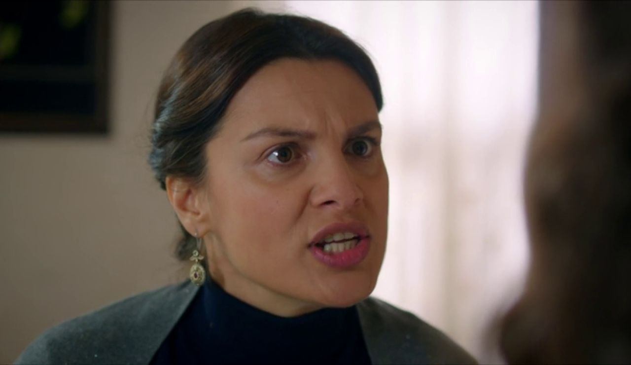 """El ultimátum de Zehra a Reyyan: """"Firmarás los papeles del divorcio"""""""
