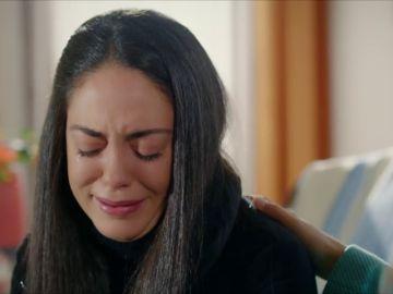 """Elif se sincera con Reyyan: """"Azat quiere terminar con este matrimonio, pero no se atreve"""""""