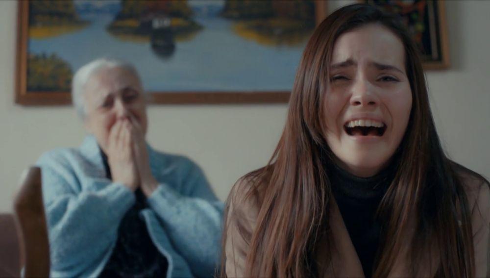 """La pregunta que Cennet no quiere hacer: """"¿Acaso no eres mi abuela?"""""""