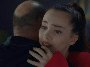 """Kaya consigue el perdón de Cennet: """"No debería haber dudado de ti nunca"""""""