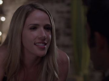 Patricia intenta a seducir a Ricardo para quedarse embarazada
