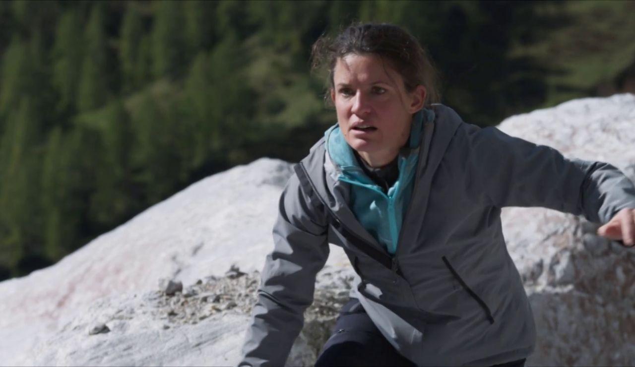 Sin equipo y sin ayuda de los rescatadores: una madre sale en búsqueda de su hijo