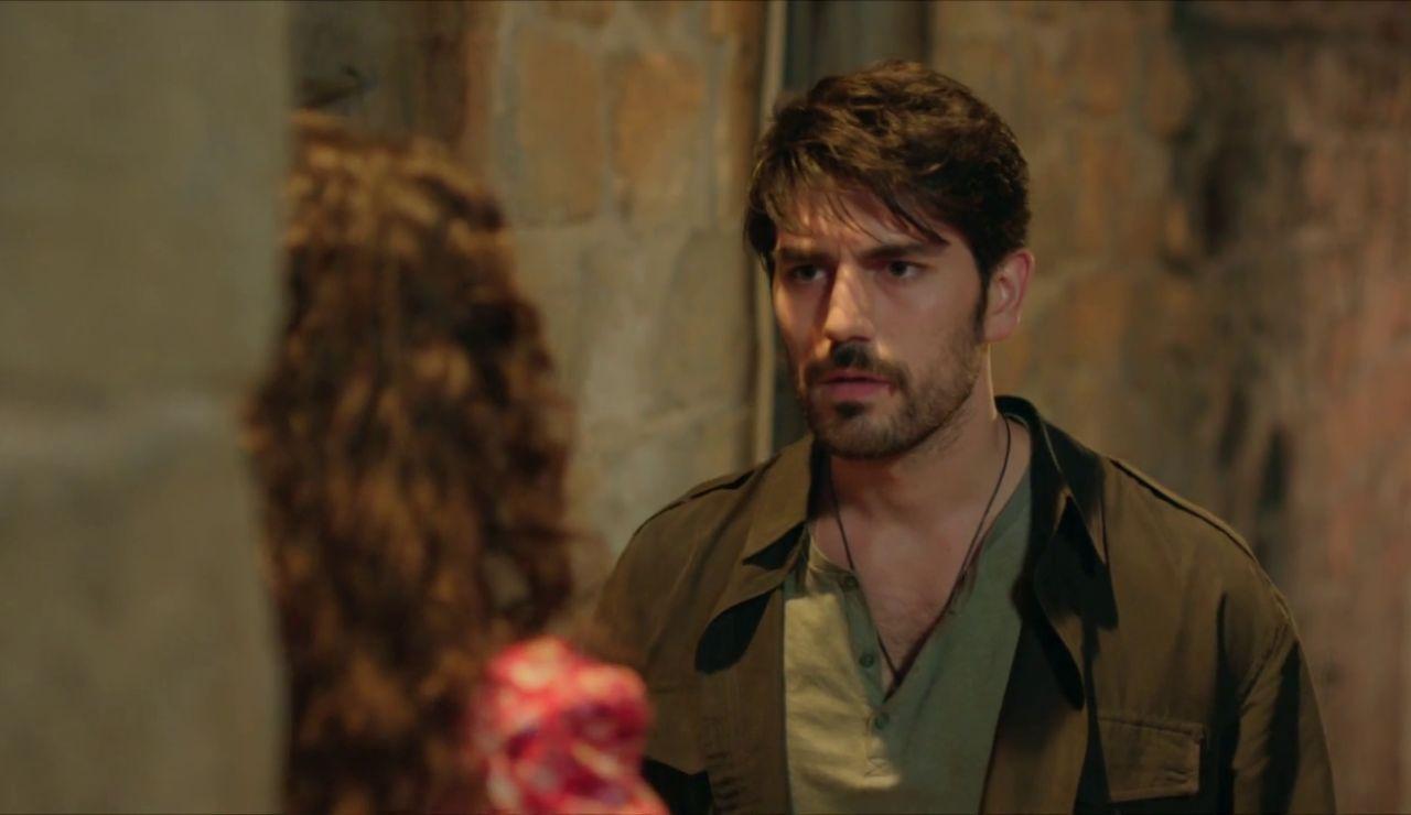 """""""Casémonos"""": Aslan le pide la mano a Reyyan con un claro propósito"""