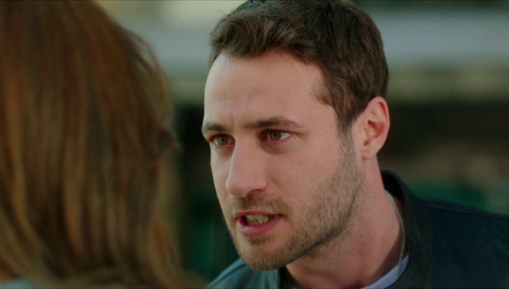 """Cenk se niega a casarse con Ceren: """"Estoy locamente enamorado de Cemre"""""""