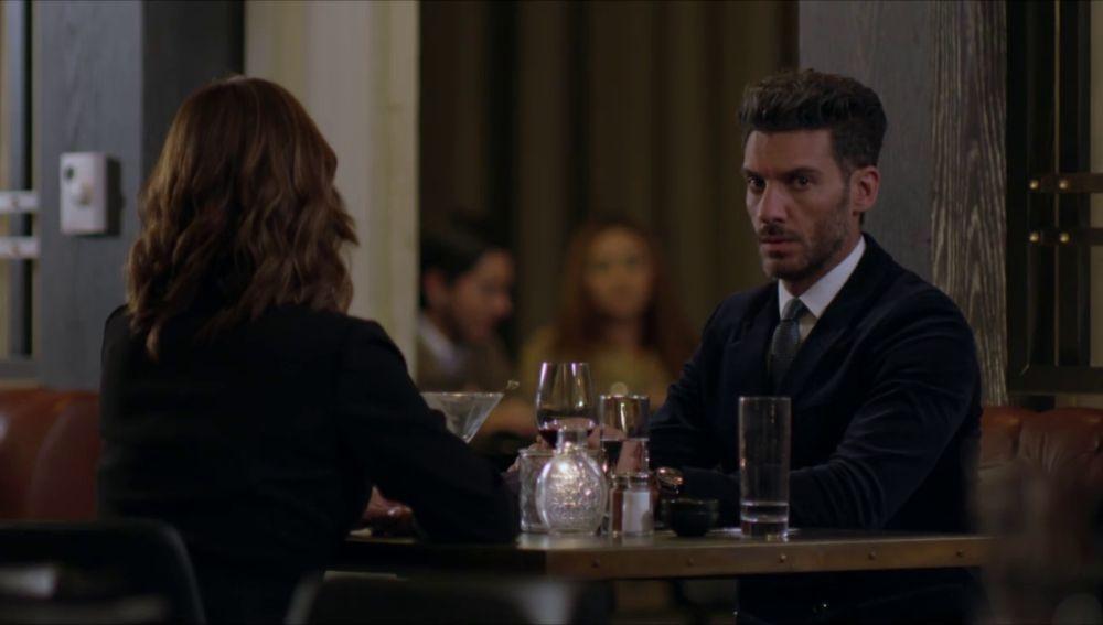Armando se muere de celos al ver a Betty con Nicolás