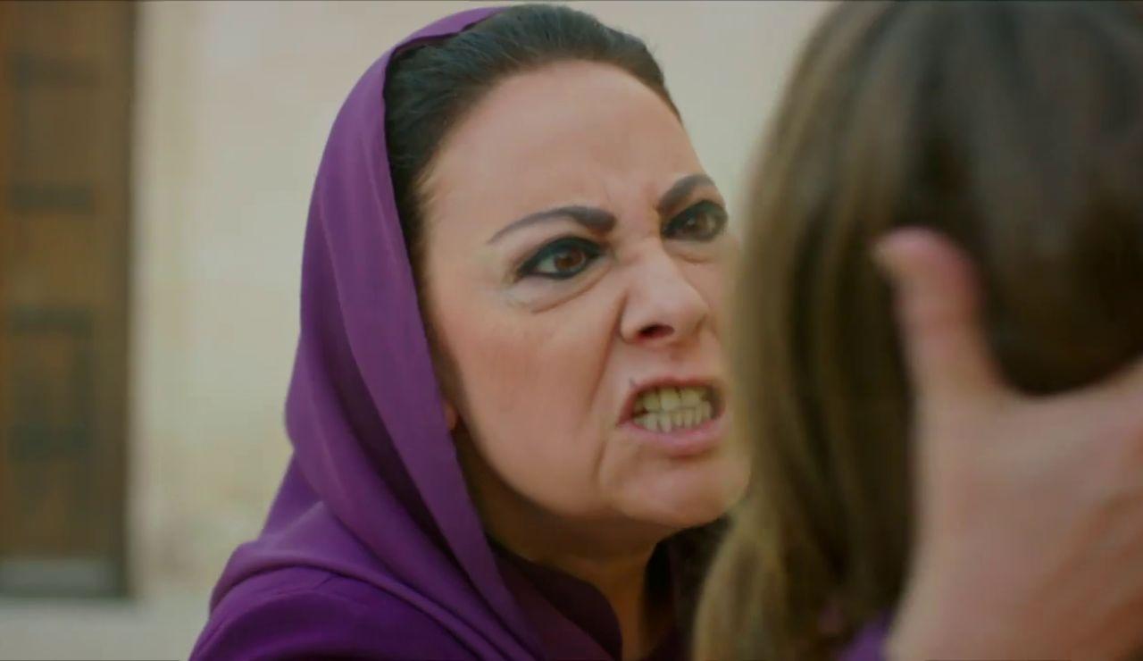 """Esma alerta: """"Azize está matando a Gonül"""""""