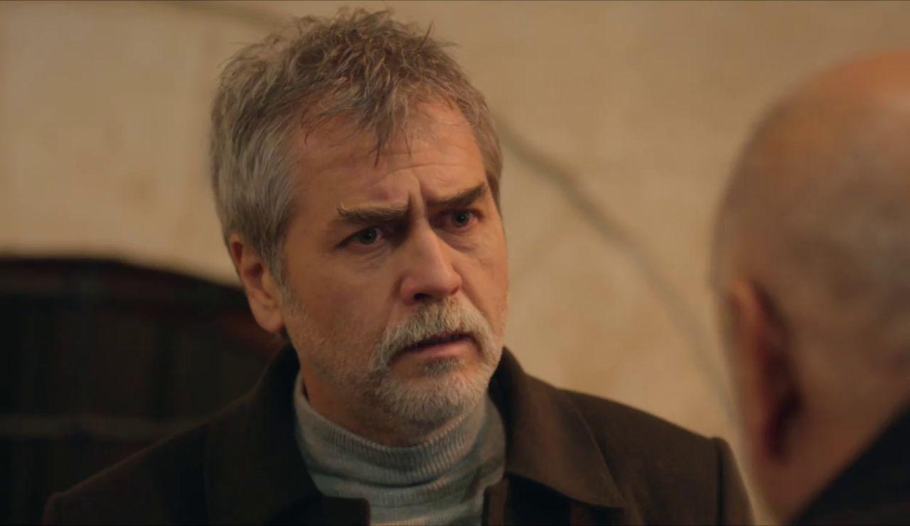 """""""¿Qué está haciendo Azize aquí?"""": Hazar pilla a Nasuh hablando con su enemiga"""