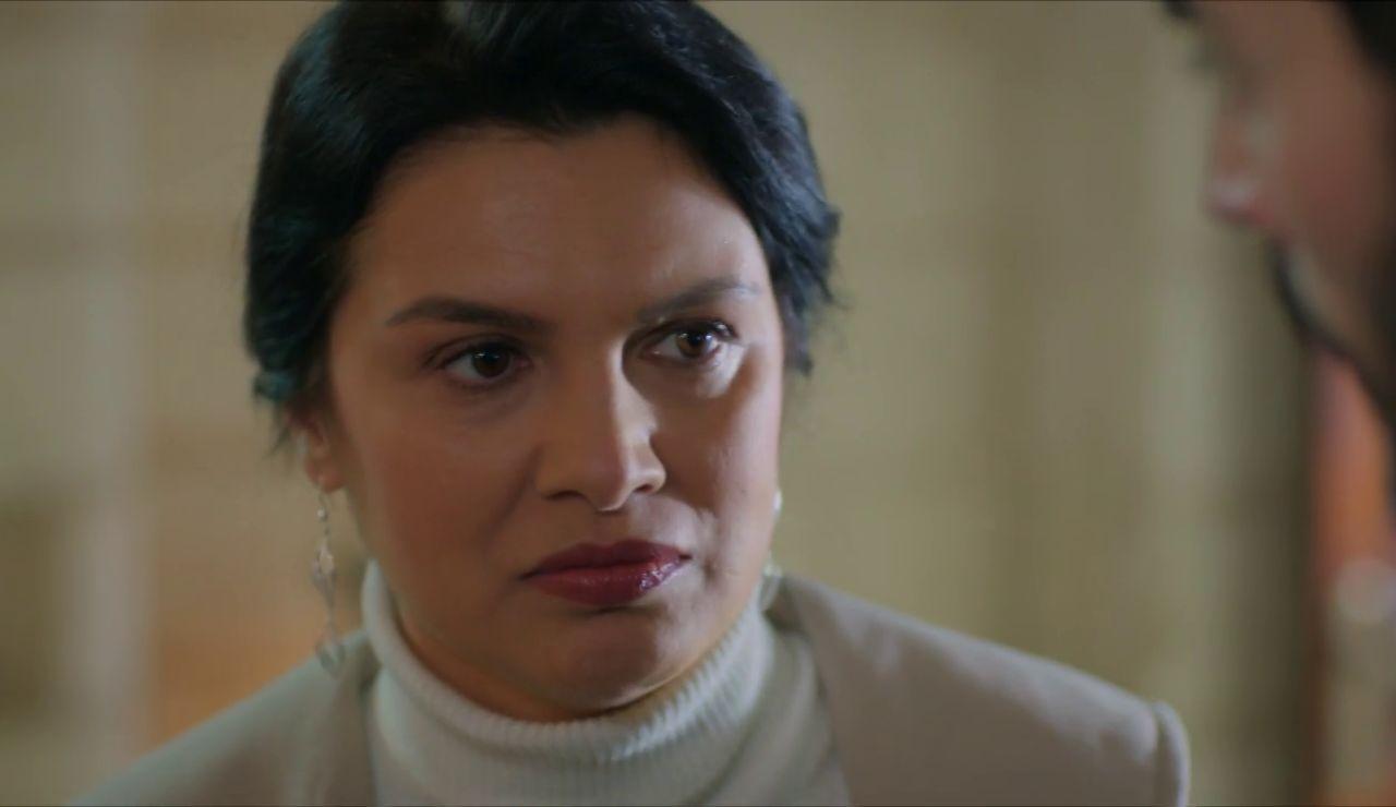 "Zehra le confiesa la verdad a Miran: ""A Azize la apuñaló tu madre"""
